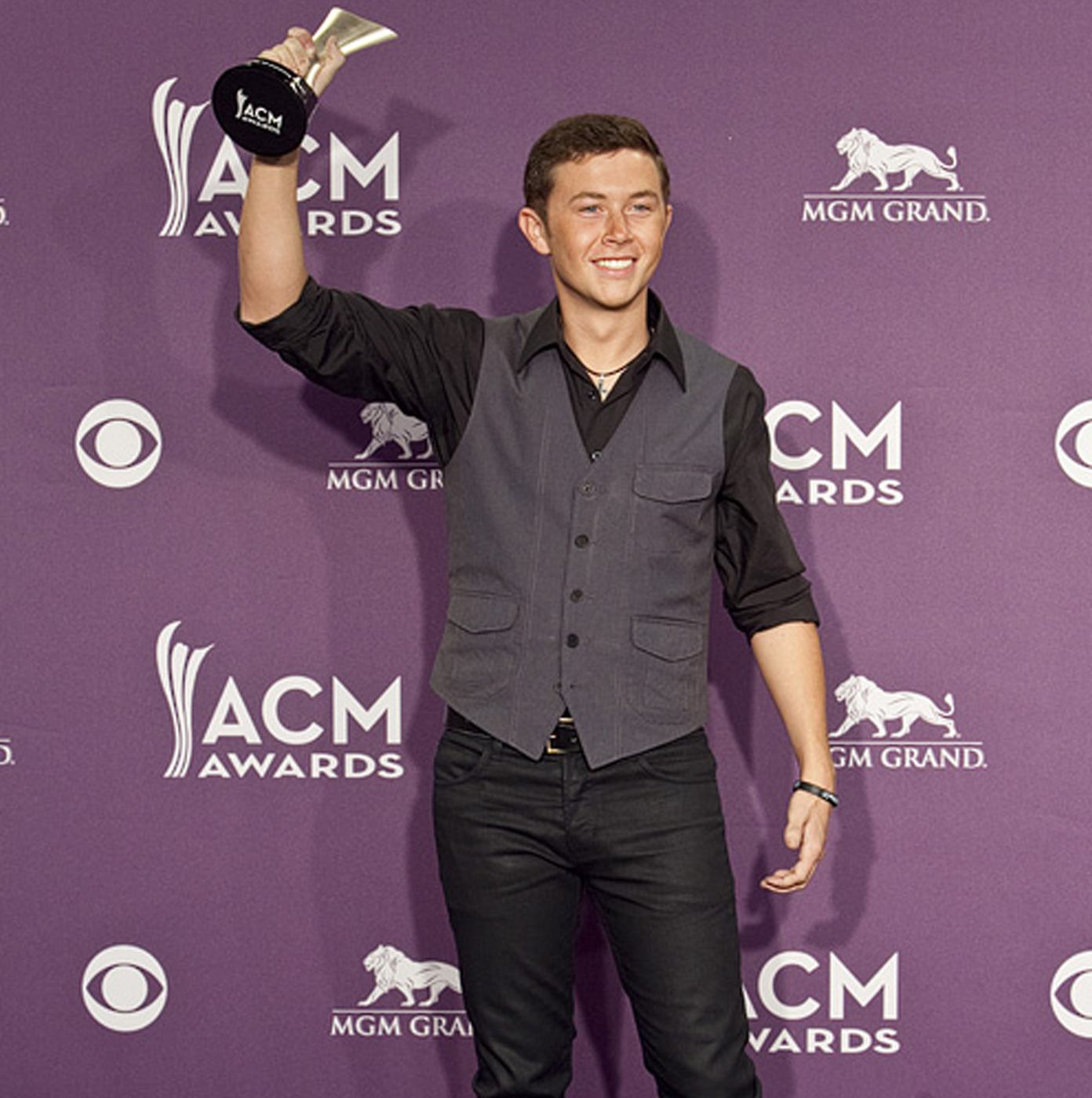 Scotty McCreery wins New Artist of the Year,